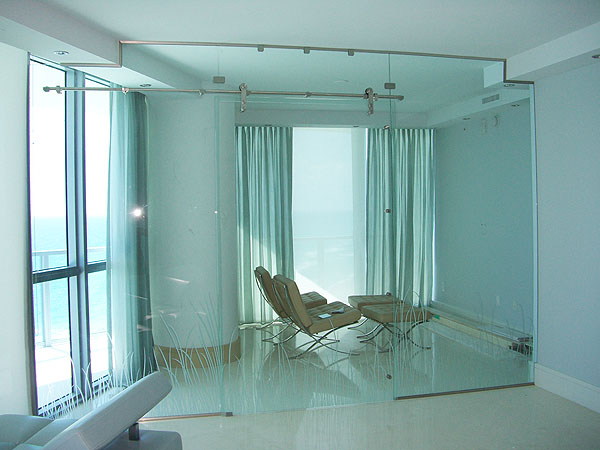 cửa kính thủy lực bản lề