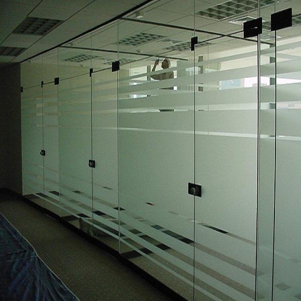 vách kính văn phòng giá rẻ