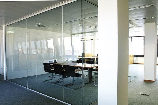 mẫu vách kính văn phòng trong suốt