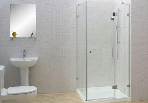mẫu vách kính nhà tắm mở quay vuông góc
