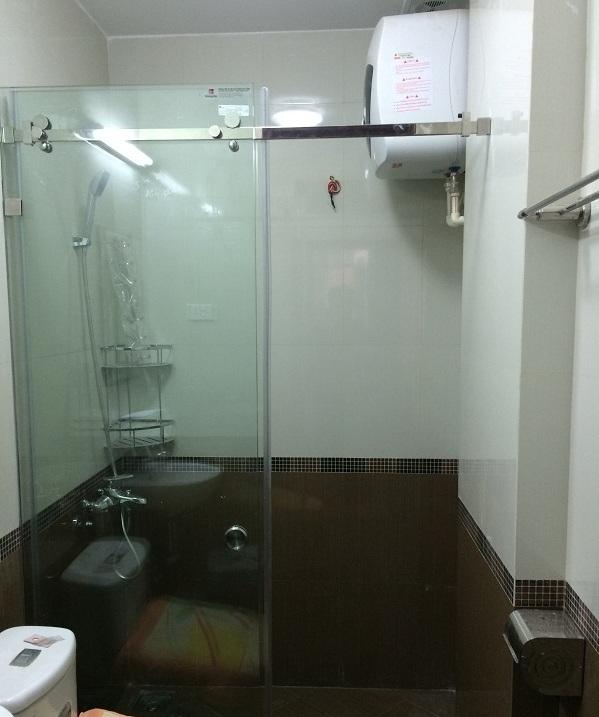giá vách kính phòng tắm cửa trượt