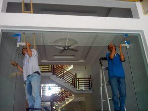 Cách lắp đặt cửa kính thủy lực