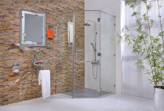 vách kính phòng tắm mở quay vát góc