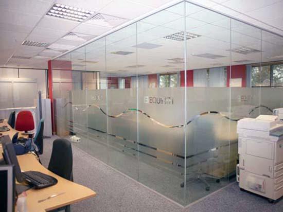 3 mẫu vách kính văn phòng giá rẻ chắc bền bỉ được tin dùng nhất hiện nay